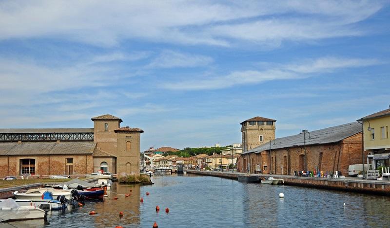 Eine tolle Location, um Italienisch zu lernen und ein weiterer schöner Ort für Ferienangebote in Milano Marittima: Der Kanal von Cervia. (#2)