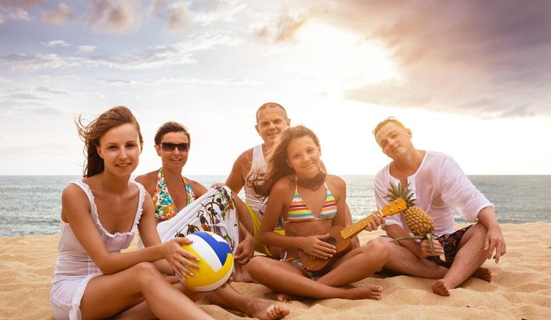 Sprachschüler bei einer Pause. Ferienangebote in Milano Marittima finden oft am Strand statt. (#1)