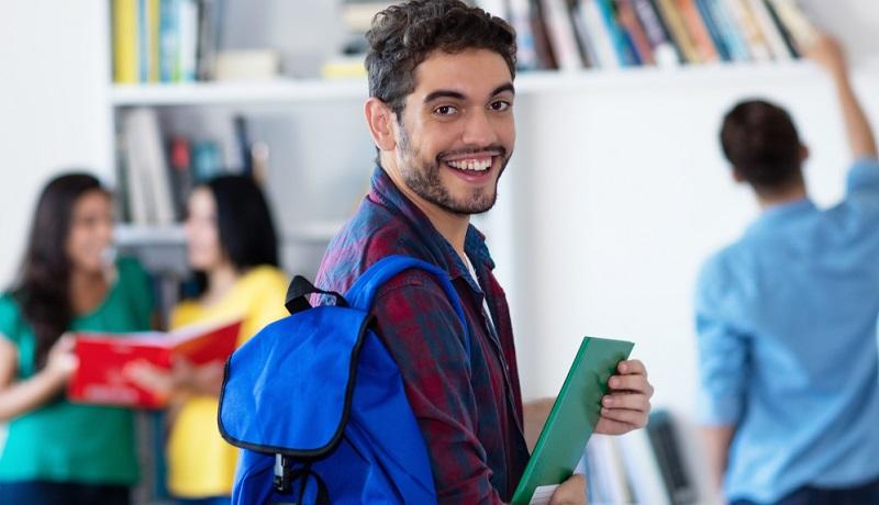 Meist wird zuerst ein Einstufungstest absolviert, der sowohl schriftlich als auch mündlich vorgenommen wird.