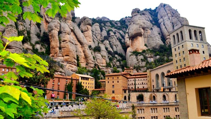 Last-Minute-Urlaub in Katalonien lohnt sich doppelt. Denn buchen Sie erst kurz vor der Reise, können Sie eine Menge Geld sparen und so die Urlaubskasse aufbessern.
