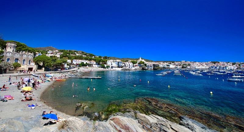 Lieben Sie es richtig schön heiß, sodass Sie im Meer baden und auch die Nächte in kurzer Kleidung verbringen können? Dann sollten Ihre Buchung auf die Sommermonate Juni bis September fallen.