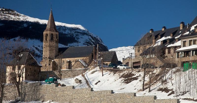 Möchten Sie also einen günstigen Urlaub buchen und legen viel Wert auf Ruhe, Kultur und eventuell Wintersport, dann sind die kalten Monate wie für Sie gemacht. Der Anblick der schneebedeckten Berge und Pyrenäen wird Sie verzaubern.