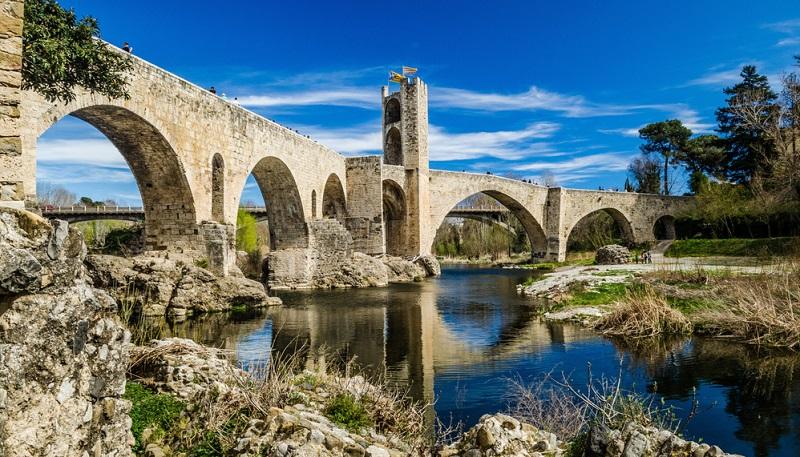 Das mediterrane Katalonien ist einzigartig schön und facettenreich. Und hat ein tolles Wetter mit vielen Sonnenstunden zu bieten. Wie warm es ist, hängt davon ab, wann Sie Ihren Urlaub buchen.
